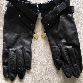 Lækre bløde handsker  , aldrig brugt . Str 7.5