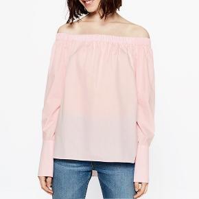 Fin off shoulder skjorte som er brugt få gange! Skriv for mere info
