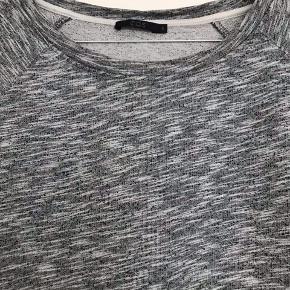 Sweatshirt i A facon fra COS. Brugt få gange.