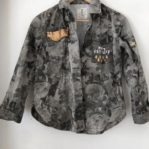 Fed army farvet overgangsjakke 🌸 Brugt 1 sæson 🌸