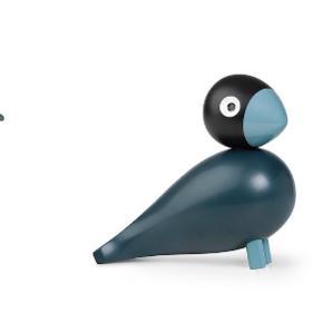 """Kay Bojesen sangfugl i """"Midnight Blue"""". Limited edition og begrænset antal. Sangfuglen fra Kay Bojesen er tegnet af Kay Bojesen selv og lakeret i bøgetræ af bedste kvalitet. Fuglen er 15 cm.  Kasse medfølger."""