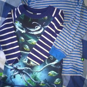 To stk Tshirt med lange ærmer Molo T-shirt  Motiv blæksprutter og fisk og ubåd str 92 Den anden med striber str 92/98