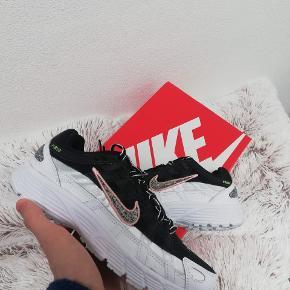 Nike P-6000  Kommer nye i boksen, aldrig brugt  Størrelse 38.5 (24.5 cm)
