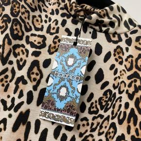 Sælger denne fine leopard bodysuit fra boohoo, helt ubrugt.