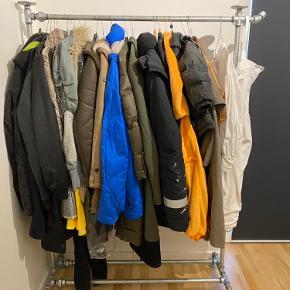 """Står som """"nyt"""", look er retro vandrør. Fuld længde 125 cm, længde hvor der kan hænge tøj, 105 cm, højde 175 cm. Robust og fuldstændig intakt. Kan skilles ad"""