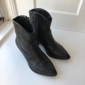 Sorte cowboystøvler fra Duffy i str. 38