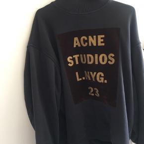 BYD  Denne lækre Acne er desværre for stor, derfor jeg sælger den. Den er stor i størrelsen samtidig med den er oversize, men en rigtig lækker sweater!