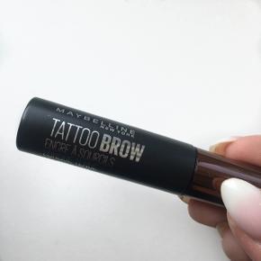 """Helt ny tattoo eyebrow gele. Har kun prøvet den 1 gang, men er ikke noget for mig.Farven hedder """"medium brown"""" Np 140kr."""