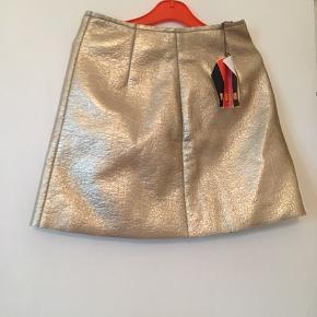 Superlækker nederdel i uld. Med tag✨