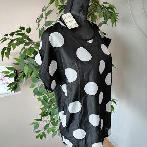 710. 100%polyester Bryst 110cm Længde 66cm