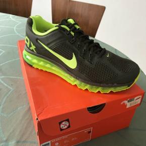 Nike air max. Str 42,5. Ikke brugt. Lad nu være med at BYD 300kr det blir de aldrig solgt til.