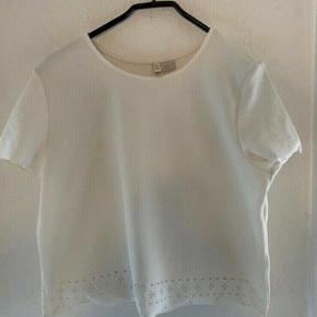 H&m t-shirt m  - længde 49 bryst: 49 -fast pris -køb 4 annoncer og den billigste er gratis - kan afhentes på Mimersgade 111 - sender gerne hvis du betaler Porto - mødes ikke andre steder - bytter ikke