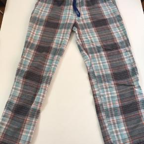 Str. L pyjamasbukser/natbuskser, i ternet mønster og forskellige farver  Behageligt stof, brugt meget lidt