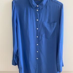 Silkeskjorte brugt få gange - porto pålægges den aftale pris.