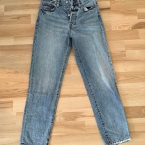 Fede straight leg jeans fra H&M i str. 25. De er i god stand 🎈