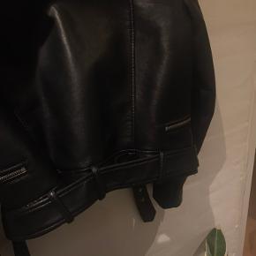 Mega lækket læderjakke (dog ikke rigtig læder) BYD BYD