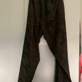 Super fine Sydney pants fra Rabens saloner. Brugt og vasket een gang. Bytter ikke.