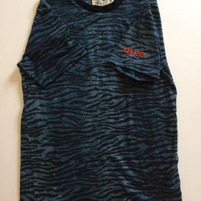 KENZO collab med HM. herre model i XS passer alt fra dame XS til M  Super lækker kvalitet 100 % wool