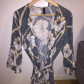 Kort kimono fra Y.A.S i størrelse L  Kan sendes eller hentes i Århus 😊
