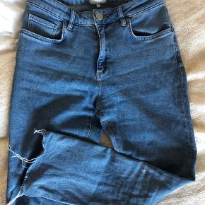 Jeans i slimfit fra Second Female i str. S.  Fejlkøb. Aldrig brugt eller vasket, kun prøvet på.   Nypris: 700 kr  Prisen er ikke fast.