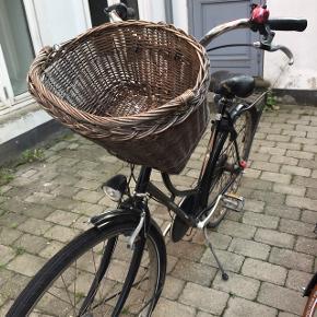 Van de falk cykel Sælger min elskede cykel som jeg har haft igennem 5 år, hun er en gammel og lidt slidt dame, men jeg synes hun fortjener at leve videre. Nogle som vil give hende et nyt liv? ♥️