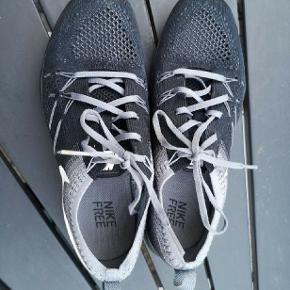 #30dayssellout Super fede og meget lette Nike sneakers kun haft dem på 3 gange hvilket ikke kan ses. Nypris 800,-