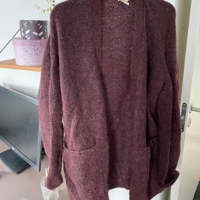 Lækker morhair uld cardigan - lidt mørkere og dyb i farven end på billedet