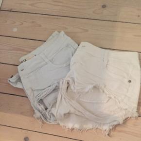 Sælger disse to shorts fra Brandy Melville. De er i hhv str 44 og 42 - (MEGET SMÅ I STR)