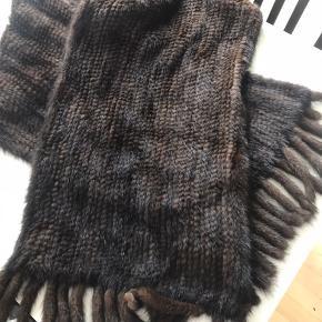 Mink stola/sjal. 35 cm brede og 175 cm langt. Brugt en gang