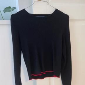 Sælger denne sorte strik/bluse fra Zara. Trøjen er næsten ikke brugt og fremstår derfor næsten som ny. Skriv for interesse