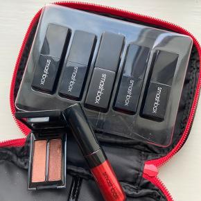 Smashbox lipstick kit inkl. en øjenskygge og en lipgloss.