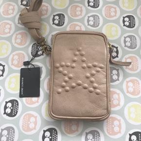 Bianco taske til bl.a. Mobiltelefon ny og ubrugt. 17,5x11,5 cm Np 350,- sælges for 175,- Jeg sender gerne på købers regning 40,- 8200 Aarhus N