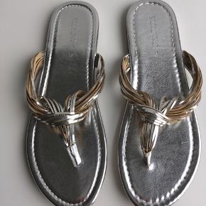 Sandaler fra Zara Home, aldrig brugt.  Remmene er 100% læder.  Str 37.  50 kr.