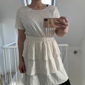 Sommer kjole sælges. Brugt 2 gange.