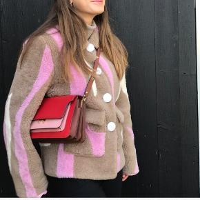 OVERVEJER at sælge denne sindssygt smukke taske fra Marni 🌸 autencitetsbevis fra vestiare collective og dustbag medfølger ❤️ den er brugt men passet godt på  Limited edition model