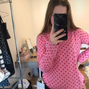 ENVII lyserød trøje med prikker  Den er købt for et pr siden men er næsten ikke brugt så ingen tegn på slid