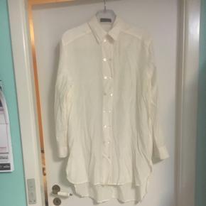 Gennemsigtig lang skjorte i off white fra S'nob de noblesse