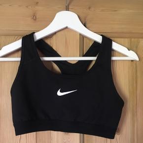 Har 2 stk Nike sports bh'er i str small, sælges samlet for 70 kr.   Køber betaler fragt 😊
