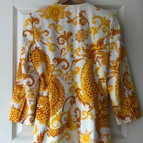 Gul mønstret blazer fra By Malene Birger  Smukt hvidt silkefor og er stadig i top stand!