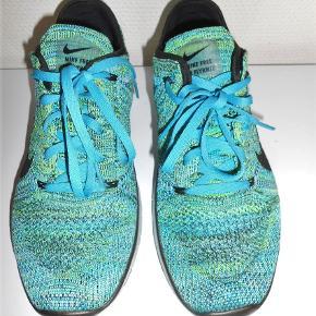 Nike Free Fitnes/løbesko i flot farve Str. 5½ - 39