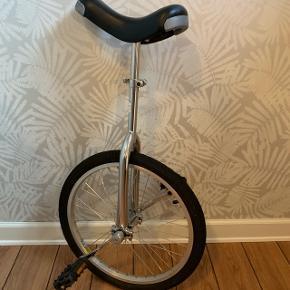 Ethjulet cykel. Har ridser på sædet (se billeder)