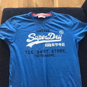 Jeg har disse 3 superdry t-shirt.  300kr for alle tre. Enkeltvis 125