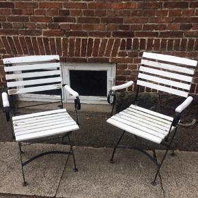 Fede franske vintage cafe stole, 2 stk. med patina, jernstel med trælameller...super siddekomfort og rygstøtte. Mål : H 88/45cm, B54cm, D48cm. Kan klappes sammen. Sælges samlet. Gerne mobilpay eller kontant afregning ved afhentning.