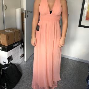 Blush farvet galla kjole. Aldrig brugt, og er nu blevet for lille. Str. 34