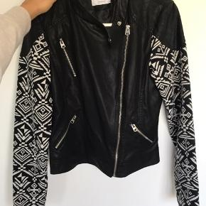 Never used faked leather jacket. Size M