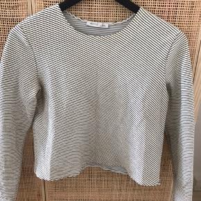 Zara crop shirt i lækker kvalitet.   Str. S