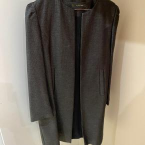 Zara jakke str M brugt en gang