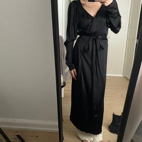 Rotate kjole, aldrig brugt.  Kjolen er fejlmærket - der står str. 42, men det er nærmere en 36-38.