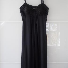 SAND sort silkekjole med aftagelig strop Knælang Str. s/36 BRUGT 1 GANG