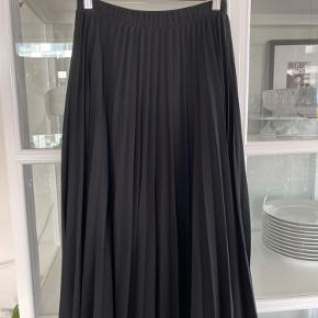 Super fin lang plisseret nederdel.